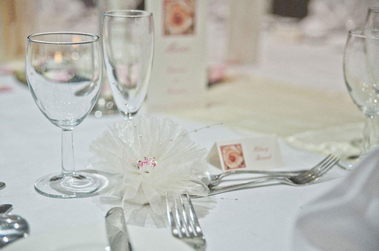 Wedding table glasses